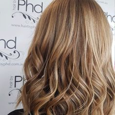 • w a r m  t o n e s• .  .  .  swipe for before photo 👍🏻  .  With autumn kicking in the warm tones are back! Love this honey toned balayage by Selma at our Carlingford Salon .  .  .  .    #hair #hairstyles #haircolour #haircut  #fashion #instafashion #style #messyhair #curly #hairoftheday #hairideas #balayage #perfectcurls #hairfashion #hairofinstagram #warmhair #honey #picoftheday #highlights #babylights #colour #schwarzkopfproanz  #warmblonde #caramel #honeyblonde @schwarzkopfproanz