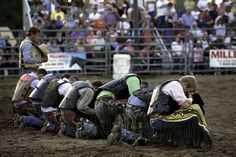Cowboys Praying - maybe u should go to a rodeo and take your camera! Cowboy Horse, Cowboy Up, Cowboy And Cowgirl, Cowboys And Angels, Cowboys And Indians, Rodeo Cowboys, Real Cowboys, Cute N Country, Country Boys