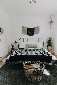 Home Bedroom, Modern Bedroom, Bedroom Decor, Bedrooms, Bedroom Ideas, Black And White Interior, Black And White Design, Couple Bedroom, White Rooms
