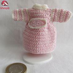 http://minipiliminiaturas.com/       Winter Coats Abrigos de Invierno #miniaturas #Miniatures #dollhouses