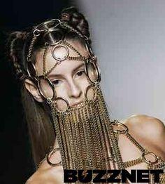 Weird & Wacky Fashion: Face Necklace