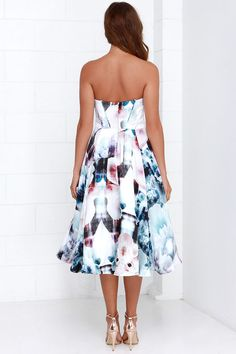 As Seen On Emily of Lovely Luciano blog! The Bariano Floral Flux Ivory Floral Print Midi Dress will take your wardrobe into warp speed with it's futuristic floral print and contemporary cut! A soft, satiny woven poly is decorated in hyper-realistic blooms as it shapes a strapless, padded bodice with hidden boning and princess seams. Luxurious layers of satin and tulle create the perfect amount of volume under the full skirt, from a fitted waistline down to a chic, midi-length hem…