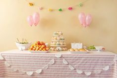 I love parties of all kinds, but first birthdays and parties for small kids have to be my favorite: I love the range of colors and themes you can use, and the reaction of kids to all the excitement is always entertaining. Here are some of the best themes to throw the happiest big o-n-e celebration.