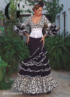 Home Decorating Ideas Kitchen and room Designs Flamenco Costume, Flamenco Skirt, Flamenco Dancers, Flamenco Dresses, Mexican Fashion, Spanish Fashion, Flamingo Dress, Spanish Dress, Mexican Dresses