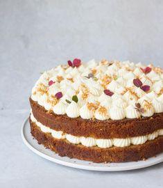 gulerodskage Danish Dessert, Cake Toppings, Cream Cheese Frosting, Queso, Yummy Cakes, Vanilla Cake, Cake Recipes, Sweet Tooth, Deserts