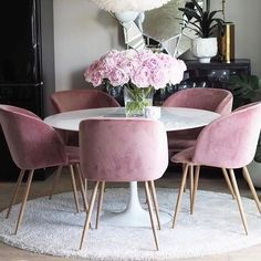 About Gorgeous 30 Modern Minimalist Dining Room Design Ideas - bdarop Rug Under Dining Table, Dining Room Table, Dining Chairs, Room Chairs, Dining Rooms, Round Dining Table Modern, Contemporary Dining Table, Round Tables, Pink Chairs