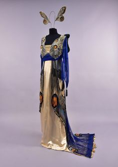 Vintage Dresses Worth butterfly fancy dress ca. Whitaker Auctions - Worth butterfly fancy dress ca. 1912 From Whitaker Auctions Butterfly Fancy Dress, Butterfly Costume, Butterfly Wings, House Of Worth, Vintage Outfits, Vintage Gowns, Costume Papillon, Edwardian Fashion, Vintage Fashion
