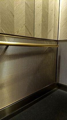 メタルメッシュパネル施工事例/エレベーター壁面装飾/OPAQUEシリーズ「DS-1 Stainless Steel」