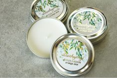 Okrągłe Świeczki w metalowej puszce - podziękowania dla gości weselnych w stylu Glamour. Biało - zielona etykieta Amelia Wedding, Decorative Plates