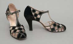 Evening sandals made in England, c. 1939. #vintage #shoes #1930s
