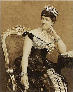 Queen Margherita of Italy, wife of Umberto I (reigned killed by anarcist). They were cousins. She was one of the rare young ladies of any royal house available to the despised Savoy royal family in that decade – being a Savoy herself. Royal Crown Jewels, Royal Crowns, Royal Tiaras, Royal Jewelry, Tiaras And Crowns, 1880s Fashion, Royal Fashion, Diamond Tiara, Pearl Diamond