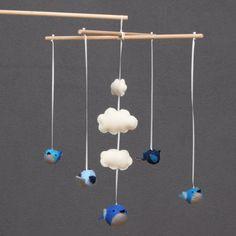 Mobile met vogeltjes voor op de babykamer kies door PuppetsandHugs