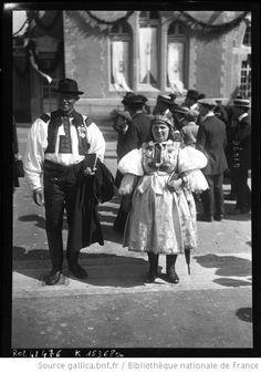 [26-7-14], congrès de Lourdes, Tchèques en costume du pays : [photographie de presse] / [Agence Rol] --1914
