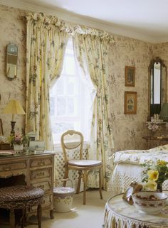 Fetching mix of prints in this English bedroom English Cottage Bedrooms, English Bedroom, English Cottage Style, English Country Decor, French Country Bedrooms, Bedroom Photos, Room Ideas Bedroom, Dream Bedroom, Cottage Furniture