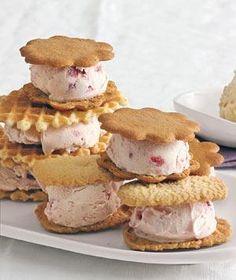 Strawberry Ice Cream Sandwiches pint strawberry ice cream, slightly softened 16 small crisp cookies Ice Cream Treats, Ice Cream Desserts, Frozen Desserts, Easy Desserts, Delicious Desserts, Frozen Treats, Strawberry Ice Cream Sandwich, Ice Cream Cookie Sandwich, Cream Cookies