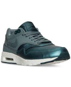 38ee1452a80 0221f7b0c2b0a68d23bdf06947084c59--running-sneakers-running-shoes-nike.jpg