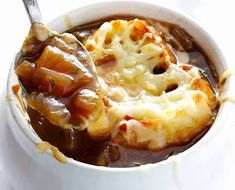 Recette facile de soupe à l'oignon! Best Onion Soup Recipe, Onion Soup Recipes, Vegetable Soup Recipes, Quick Soup Recipes, Gourmet Recipes, Cooking Recipes, Easy Cooking, Free Recipes, Classic French Onion Soup