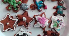 Plan na dziś? Pieczemy Pierniczki :) Co to za Święta bez Pierniczków? Przepis: 1kg maki pszennej 2,5 szklanki cukru 1 miod ...