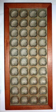 15in x 6.76in (wooden frame). VINTAGE ~ METAL CHOCOLATE CANDY MOLD ~ SEA SHELL THEME ~ 40 WELLS ~ FRAMED and fab display for the kitchen by the sea!!!!!!! Chocolate Candy Molds, Wells, Vintage Metal, Vintage Kitchen, Wooden Frames, Sea Shells, Bubbles, Display, Antique