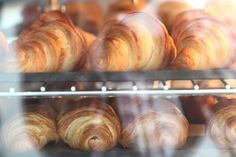 The one day version of our croissant recipe – Weekend Bakery French Croissant, Croissant Dough, Croissant Recipe, Croissants Recipe Video, Homemade Croissants, Bread Recipes, Real Food Recipes, Cooking Recipes, Culinary Classes