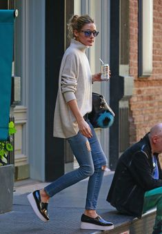 Olivia Palermo wears a turtleneck sweater with skinny jeans and black platform sneakers. - Street Fashion, Casual Style, Latest Fashion Trends - Street Style and Casual Fashion Trends Mode Outfits, Casual Outfits, Fashion Outfits, Fashion Trends, Office Outfits, Fall Outfits, Casual Office, Office Wear, Sneakers Fashion