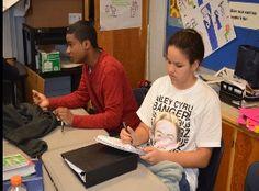 Miley y Erica trabajan juntos.