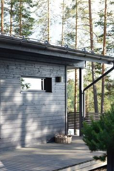 Guest House Shed, Summer Cabins, Sauna Design, Cottage Exterior, New Interior Design, Patio, Scandinavian Home, Beach Cottages, House Painting