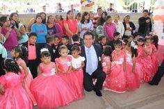 Apoyo permanente a la educación en Chiautempan: A.M.R.           Con un exhorto a ser cada día mejores, el Alcalde de Chiautempan Antonio Mendoza Romero felicitó a los niños que  culminaron sus estudios en el Jardín de Niños M. Ahuatzi de la comunidad de Cuahuixmatlac, evento en el que el Edil fungió como Padrino de Generación.