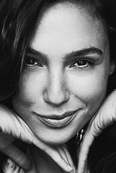 5 Dress Styles That Will Make You Look Thinner. While particular ladies wear products you see on the runway might look terrific on models, they might not look great on every woman. Gal Gadot Wonder Woman, Stylish Clothes For Women, Look Thinner, Black And White Portraits, Female Portrait, Beautiful Actresses, Movie Stars, Clothing Ideas, Women's Clothing