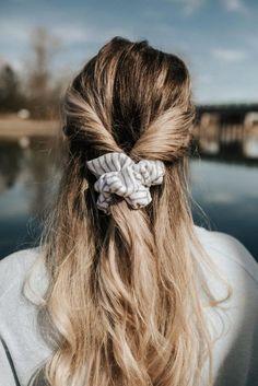 How to Style a Hair ScrunchieCreative Wife & Joyful Worker longweddingveil, hårstil, beautiful women, Bryllupstilbehør Ann Taylor x Pretty Little Fawn Cara Lange haare The incredibly handsome Ben Dalhaus. Down Hairstyles, Pretty Hairstyles, Braided Hairstyles, Scrunchy Hairstyles, Hairstyles 2016, Fashion Hairstyles, Wedding Hairstyles, Hairstyle Ideas, Simple Hairstyles