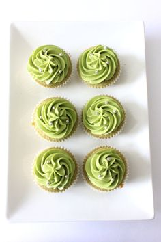 ➳ I adore Matcha in iced tea lattes. Why not try it in cupcakes? Matcha Green Tea Cupcakes w/ Matcha Buttercream « Amy's Food Adventures Green Tea Cupcakes, Matcha Cupcakes, Green Tea Dessert, Yummy Cupcakes, Matcha Cake, Green Cake, Tea Cakes, Mini Cakes, Cupcake Cakes