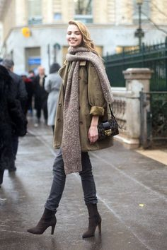 Model-Off-Duty: Sasha Luss | Chunky Scarf + Slouchy Trench In Paris via Le Fashion