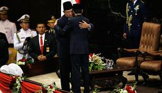 Pelantikan Presiden Jokowi 2014 -  oko Widodo resmi menjadi Presiden Republik Indonesia periode 2014-2019. Setelah membacakan sumpah dan janjinya, Jokowi dipersilakan oleh pembawa acara duduk di bangku presiden.   Di bangku presiden, Jokowi langsung disambut Susilo Bambang Yudhoyono. Presiden dua periode 2004-2009 dan 2009-2014 ini menyambutnya dengan rangkulan dan pelukan. Keduanya kemudian berciuman pipi, cipika-cipiki.