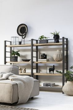 Discover recipes, home ideas, style inspiration and other ideas to try. Apartment Furniture, Living Room Furniture, Living Room Inspiration, Interior Inspiration, Bookshelf Design, Furniture Design, New Homes, House Design, Furniture