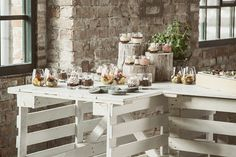 Recycled white pallets for green wedding at Studio Flashback