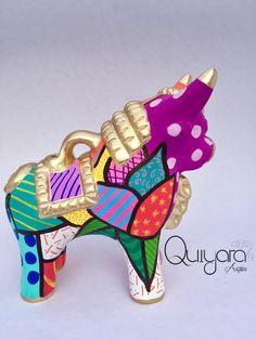 torito personalizado, arte britto, quiyara artwi, los mejores souvenirs, cerámica en lima, toritos de pucara, by Angie Vargas, flores britto, hecho a mano, reuerdo de peru.