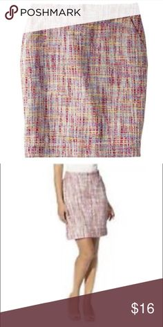 Merona multi color tweed pencil skirt sz 6 Merona multi color tweed pencil skirt. Size: 6. Fully lined. Back zip. Back slit. Great preowned condition. (Stock photos via Target.com) Additional pics of actual skirt and measurements will be listed tomorrow. Merona Skirts Pencil