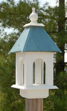 Wing & A Prayer Spruce up your birding sanctuary with the Wing and A Prayer Camellia Bird Feeder with Verdigris Roof. This beautiful piece combines a hopper feeder with a platform feeder to feed sever