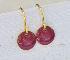 Messing Ohrhänger emaille violett von Saimana´s Pearls  auf DaWanda.com
