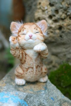 @Cindy Pendergraft  (HOLY CRAP SO CUTE!!!!)  needle felted kitten by mishmashim on Etsy, $100.00
