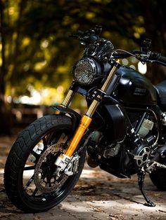Ducati Scrambler Sixty2 custom by @odyszey [Instagram]
