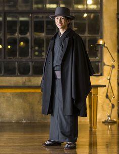Japan Black 001 kimono for men with a coat worn by Keita Motoji. Japanese Textiles, Japanese Kimono, Male Kimono, Men's Kimono, Winter Kimono, Japan Fashion, Mens Fashion, Japanese Outfits, Japanese Clothing