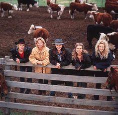 Hoe is het nu - 16 jaar later - met de cast van McLeod's Daughters? Mcleod's Daughters, Female Actresses, Fantasy, Aesthetic Pictures, Movies And Tv Shows, Movie Tv, Sisters, Childhood, Wayback Machine