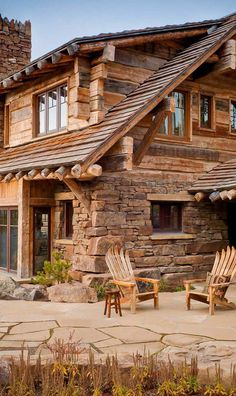 12 Real Log Cabin Homes – Take A Virtual Tour – Architecture Log Cabin Living, Log Cabin Homes, Log Cabins, Cabins In The Woods, House In The Woods, Style At Home, Cabins And Cottages, Home Fashion, My Dream Home
