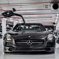 High five, it's Saturday. #MBPhotoCredit @adam_shah_    #Mercedes #Benz #SLS #AMG #instacar #supercar