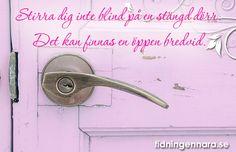 En öppen bredvid Door Handles, Meditation, Door Knobs, Door Knob, Zen