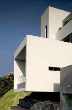 Modern House by Javier Artadi in Lima, PeruDesignRulz12 February 2013Completed in 2002, the house realized by architect Javier Artadi is an impressive building that offer to its inhabitants s... Architecture