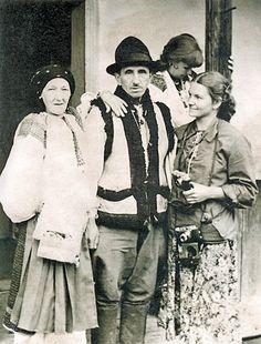 Подружжя гуцулів 1939 року зачарувало московську кінозірку Юлію Солнцеву. Знімки надані Музеєм Івана Гончара