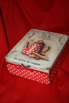 Discover thousands of images about Tea box. Decoupage Vintage, Decoupage Box, Altered Cigar Boxes, Diy And Crafts, Paper Crafts, Tea Box, Pretty Box, Vintage Box, Keepsake Boxes