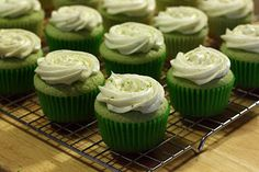 The Doctor's Dishes, Desserts & Decor: Key Lime Cupcakes try frosting Cupcake Recipes, Cupcake Cakes, Dessert Recipes, Yummy Recipes, Recipies, Just Desserts, Delicious Desserts, Yummy Food, Key Lime Cupcakes
